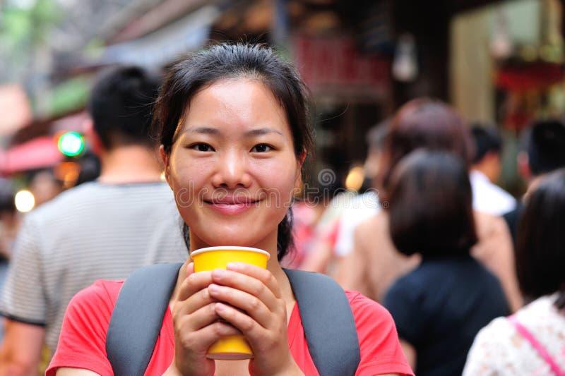 Kvinna på gatan royaltyfri fotografi