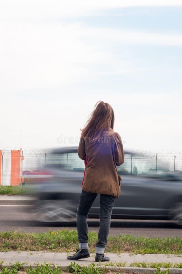 Kvinna på gatan arkivbilder
