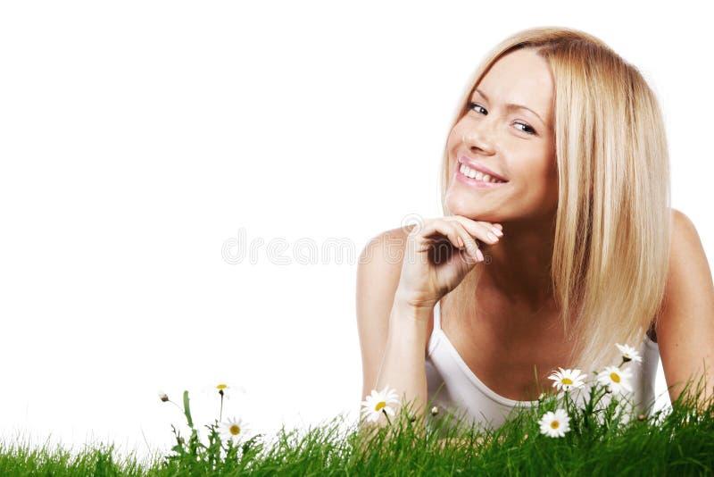 Kvinna på gräs med blommor royaltyfria bilder