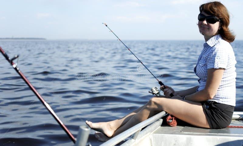 Kvinna på havsfiske royaltyfri bild