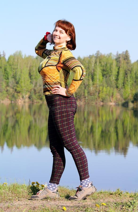 Kvinna på laken arkivfoto