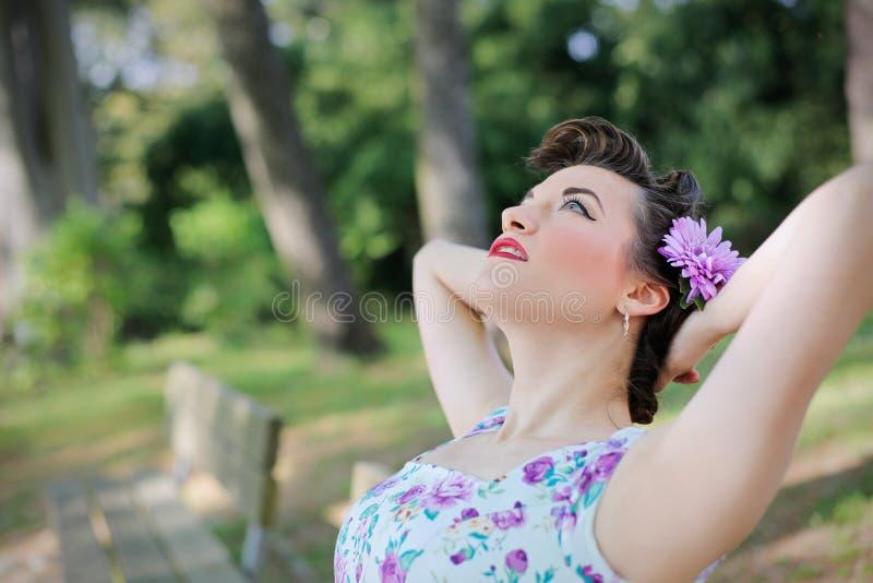 Kvinna på parken royaltyfria foton