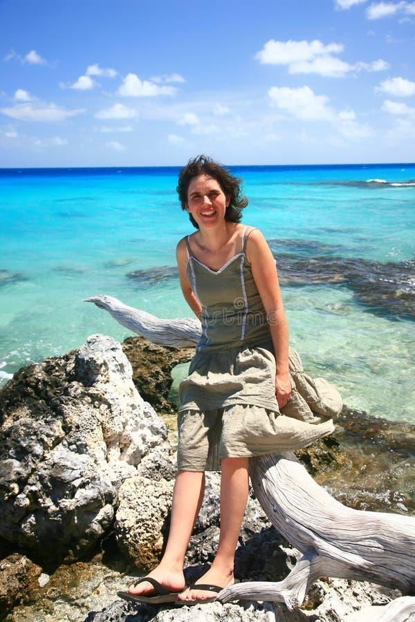 Kvinna på rocks fotografering för bildbyråer