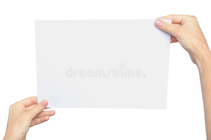 Kvinna` s räcker att rymma ett tomt ark av papper arkivfoton