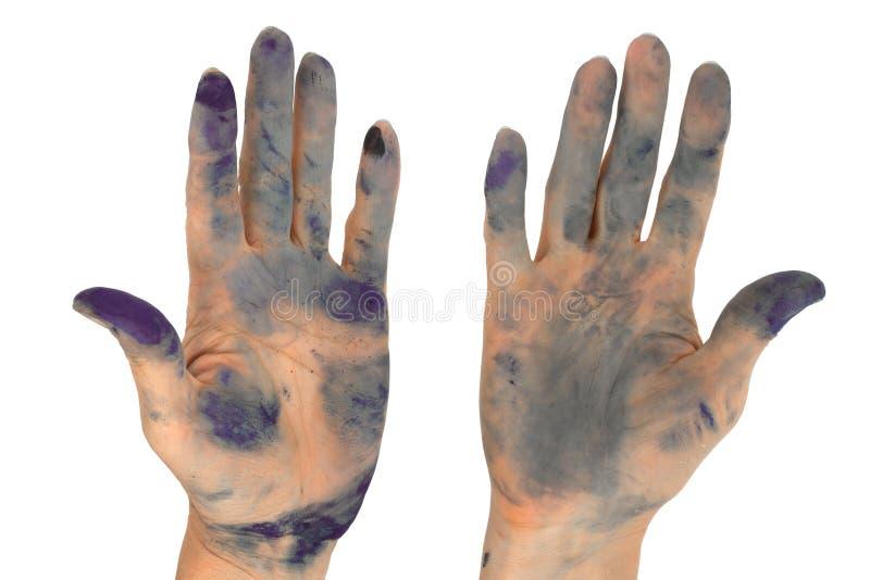 Kvinna` s räcker nedsmutsat förbi i färgpulver som isoleras på vit bakgrund arkivbilder