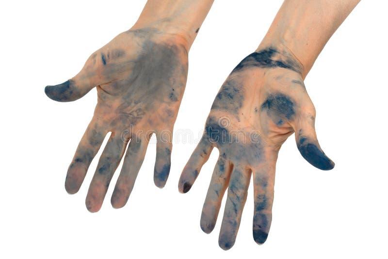 Kvinna` s räcker nedsmutsat förbi i färgpulver som isoleras på vit bakgrund arkivbild