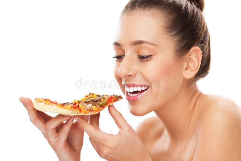 Kvinna Som äter Skivan Av Pizza Arkivbilder