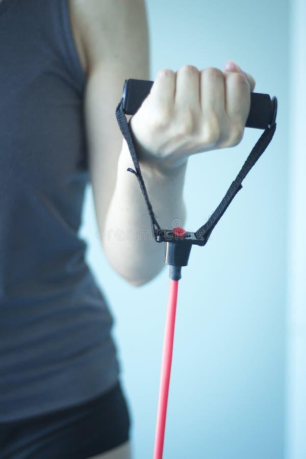Kvinna som övar övningsmusikband fotografering för bildbyråer