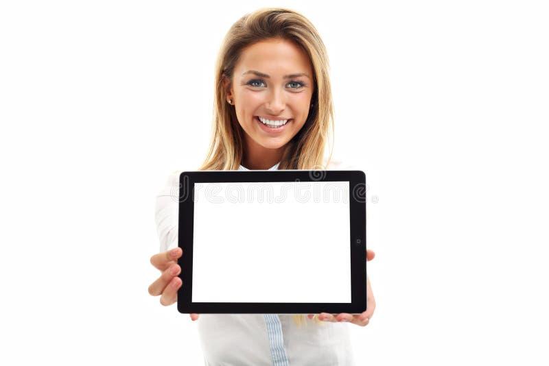 Kvinna som använder digital minnestavladatorPC på vit bakgrund arkivbild