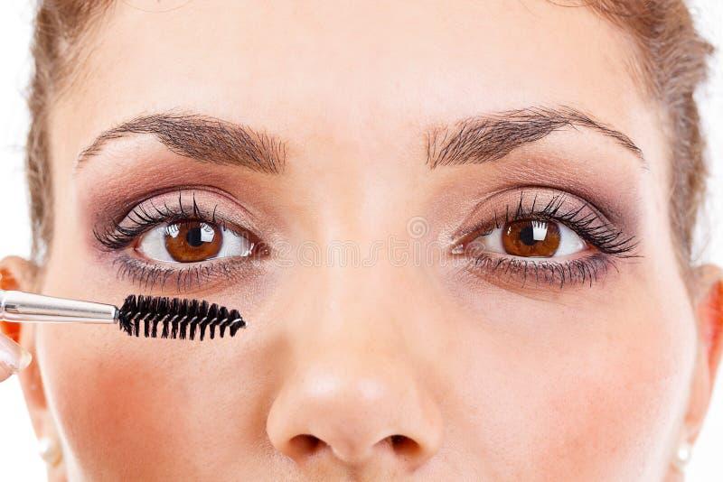Download Kvinna Som Applicerar Mascara Arkivfoto - Bild av barn, öga: 27284480