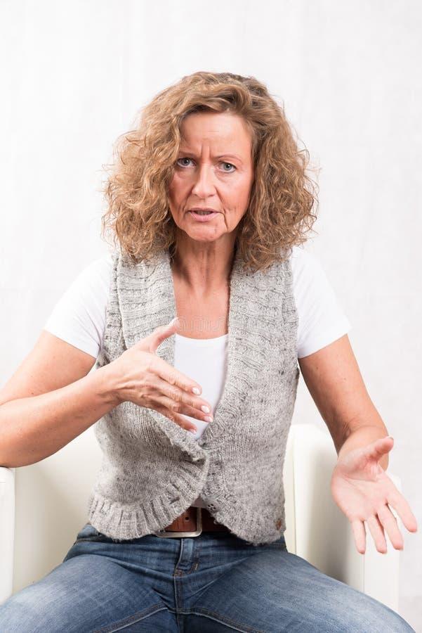 Kvinna som argumenting arkivfoton