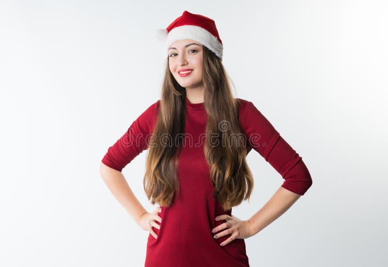 Kvinna som bär den röda Santa Claus hatten arkivbild