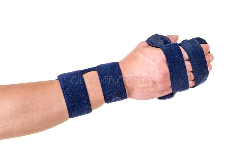 Kvinna som bär det understödjande hand- och handledstaget royaltyfri bild