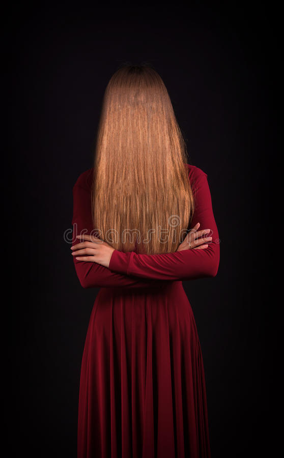 Kvinna som döljer framsidan royaltyfria foton