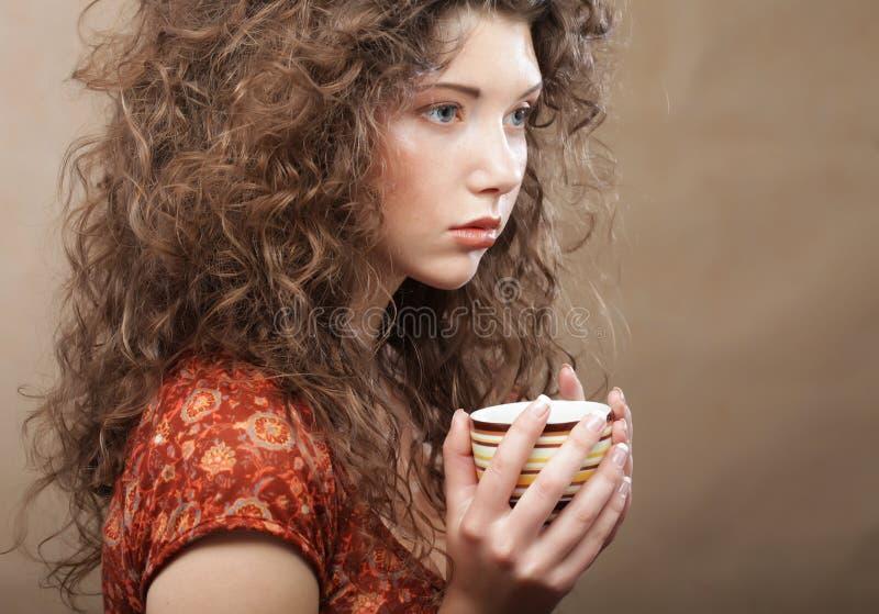 Download Kvinna som dricker kaffe fotografering för bildbyråer. Bild av espresso - 37344783