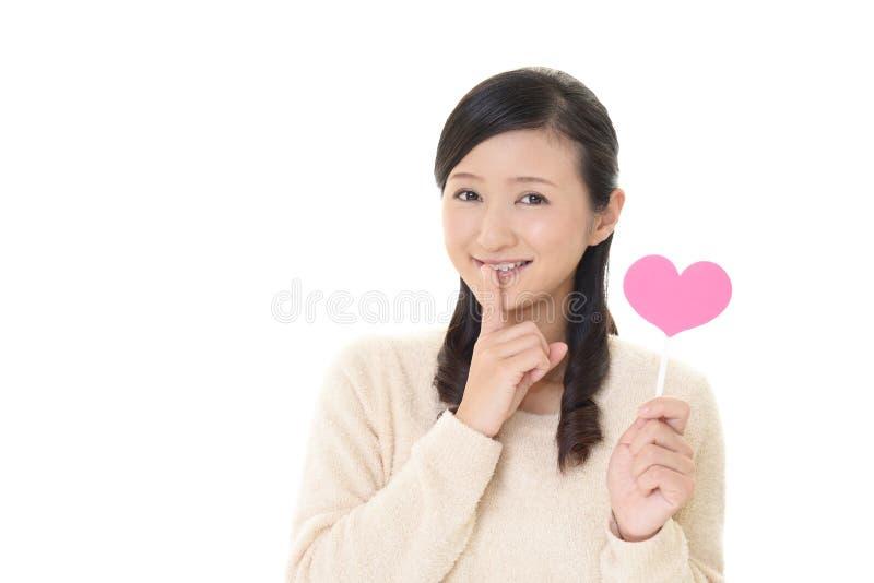 Kvinna som förlägger fingret på kanter royaltyfri bild