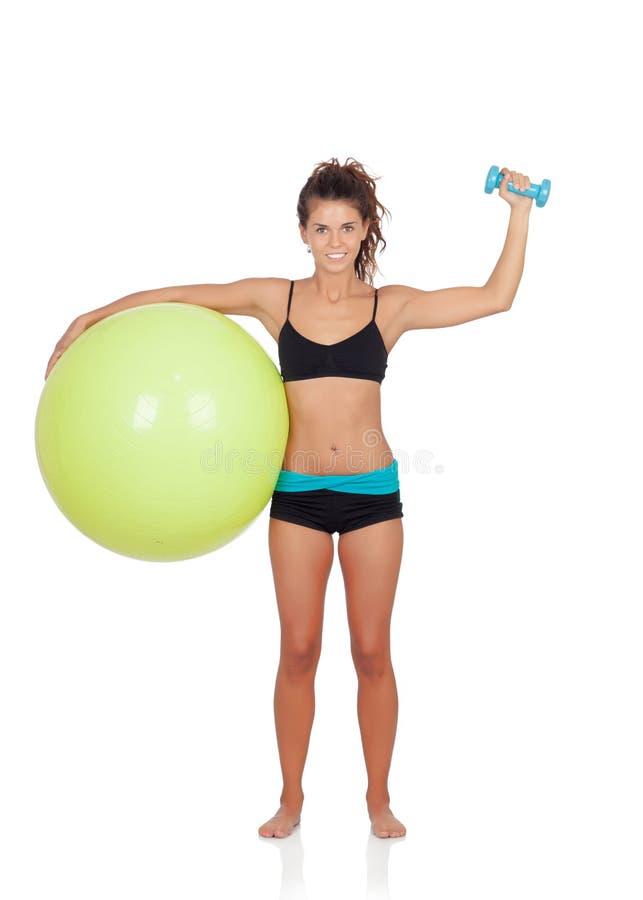 Kvinna som gör pilates med en boll arkivfoton