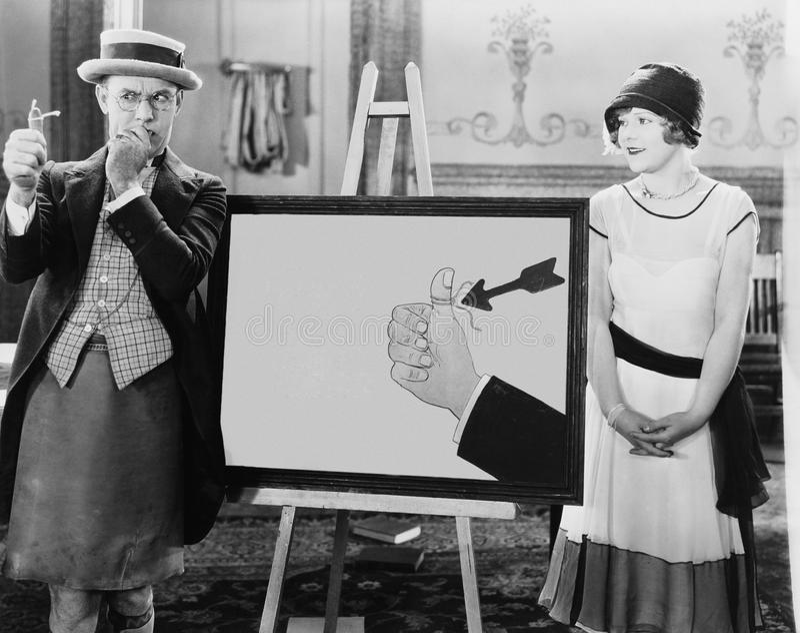 Kvinna som håller ögonen på den fundersamma mannen med rad som binds till hans finger (alla visade personer inte är längre uppehä arkivbilder