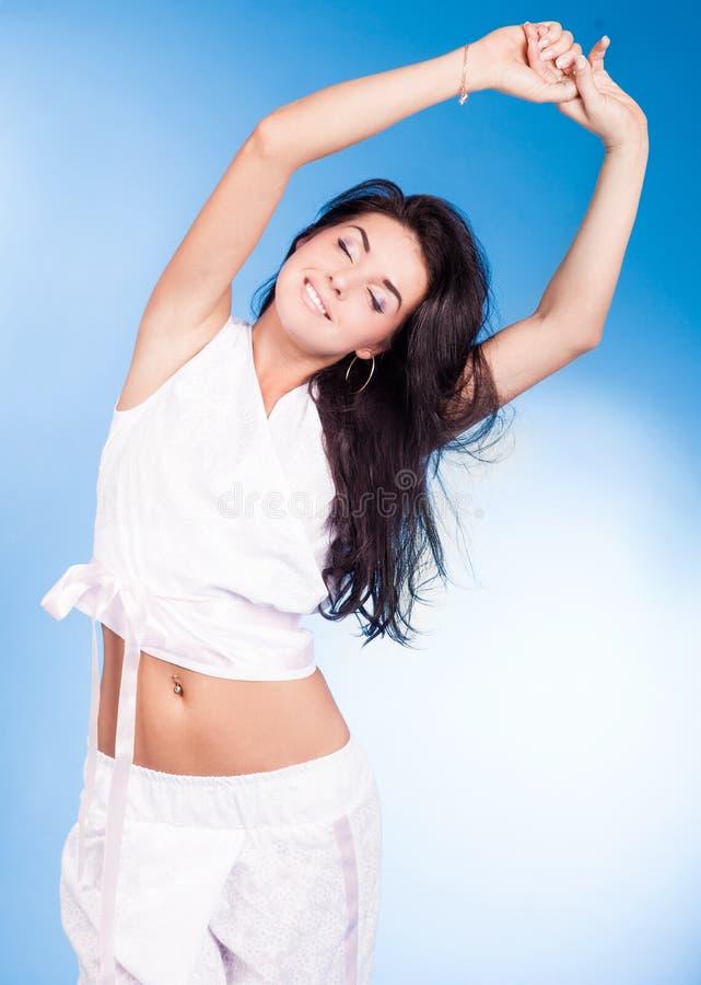 Kvinna som ha på sig pajamas royaltyfri foto