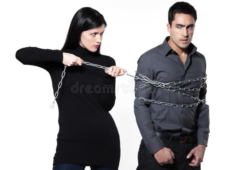 Kvinna som hindrar en kedjad fast man arkivbild