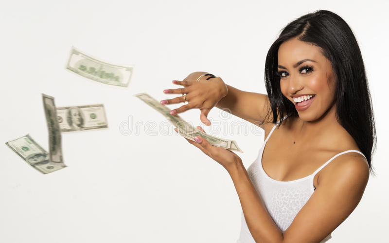 Kvinna som kastar pengar fotografering för bildbyråer
