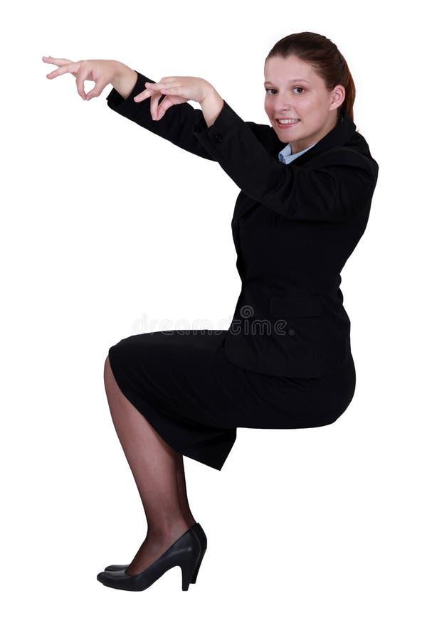 Kvinna som låtsar för att vara dockspelare royaltyfria foton