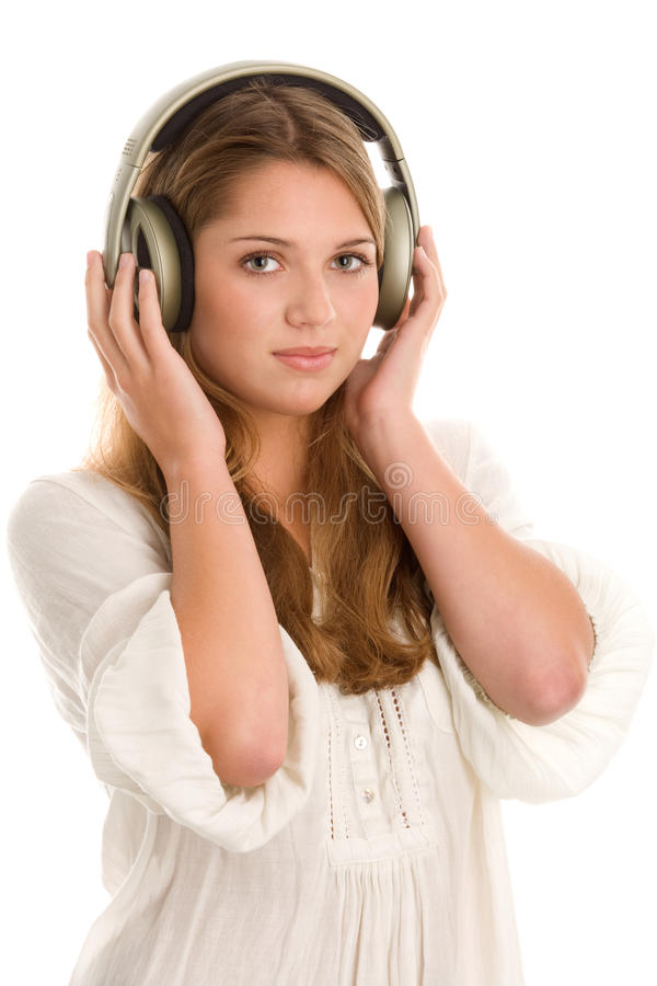 Kvinna som lyssnar till musik arkivbilder