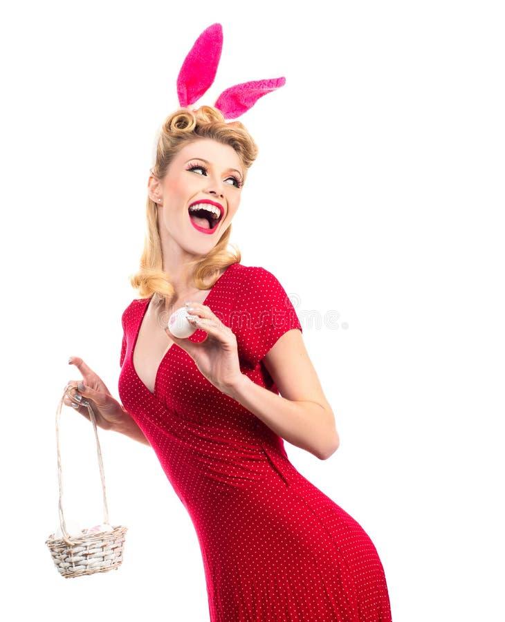 Kvinna som mycket sensually bär en maskeringspåskkanin och blickar För dräktpåsk för sexig modell iklädd kanin Jaga ägg arkivbilder