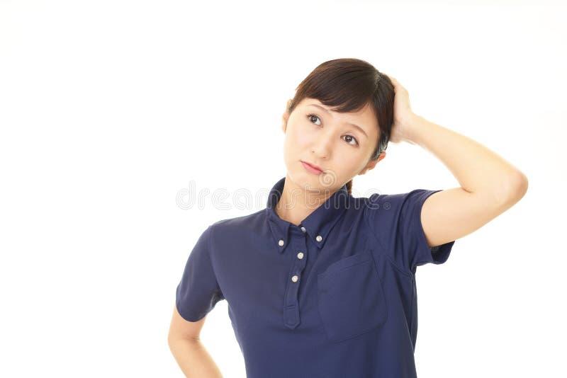 Kvinna som oroas arkivbild