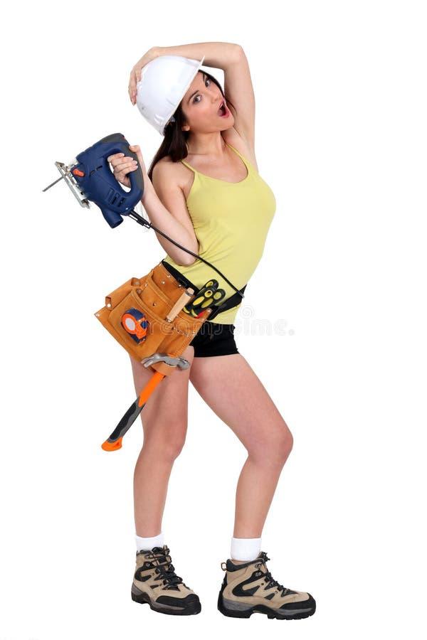 Kvinna som rymmer en jigsaw royaltyfria bilder