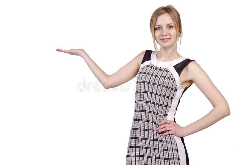 Kvinna som rymmer ett imaginärt objekt fotografering för bildbyråer