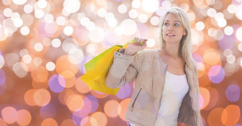 Kvinna som ser bort, medan rymma shoppingpåsar royaltyfri bild