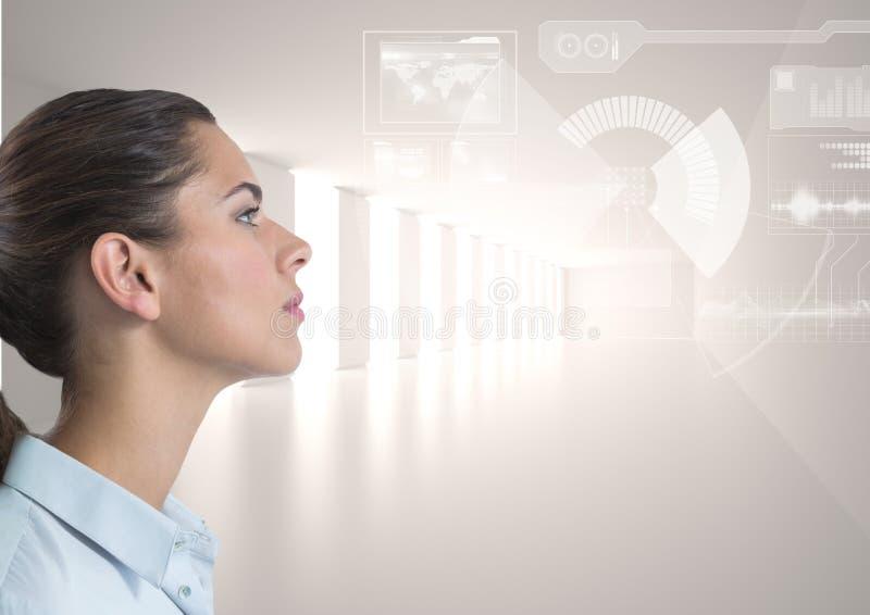 Kvinna som ser manöverenhetssamkopieringen royaltyfri illustrationer