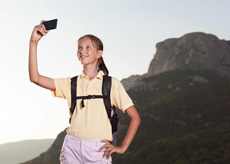 Kvinna som tar selfie med den smarta telefonen royaltyfria foton