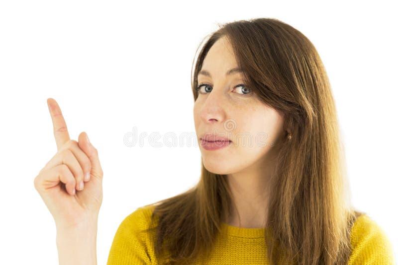 Kvinna som uppåt pekar hennes finger Fritt avstånd för text fotografering för bildbyråer