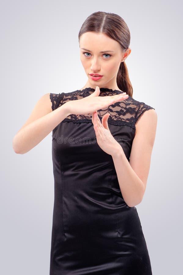 Kvinna som ut gör en gest tid royaltyfri foto