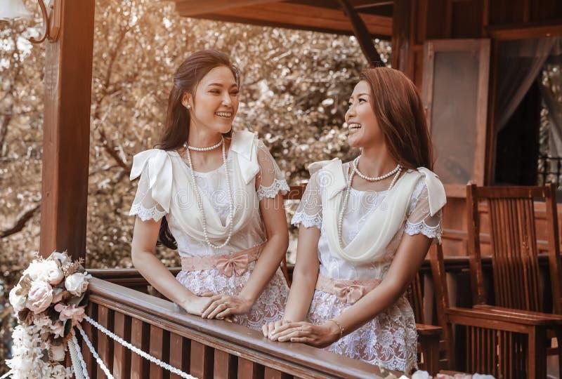 Lyxig thai klänning arkivfoto. Bild av bangor, askfat 49822676