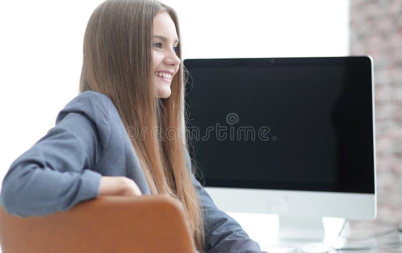 Kvinnaadministratörsammanträde på arbetsplatsen arkivbilder