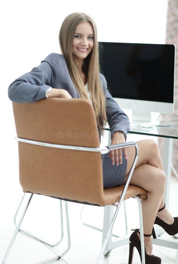 Kvinnaadministratörsammanträde på arbetsplatsen arkivfoton