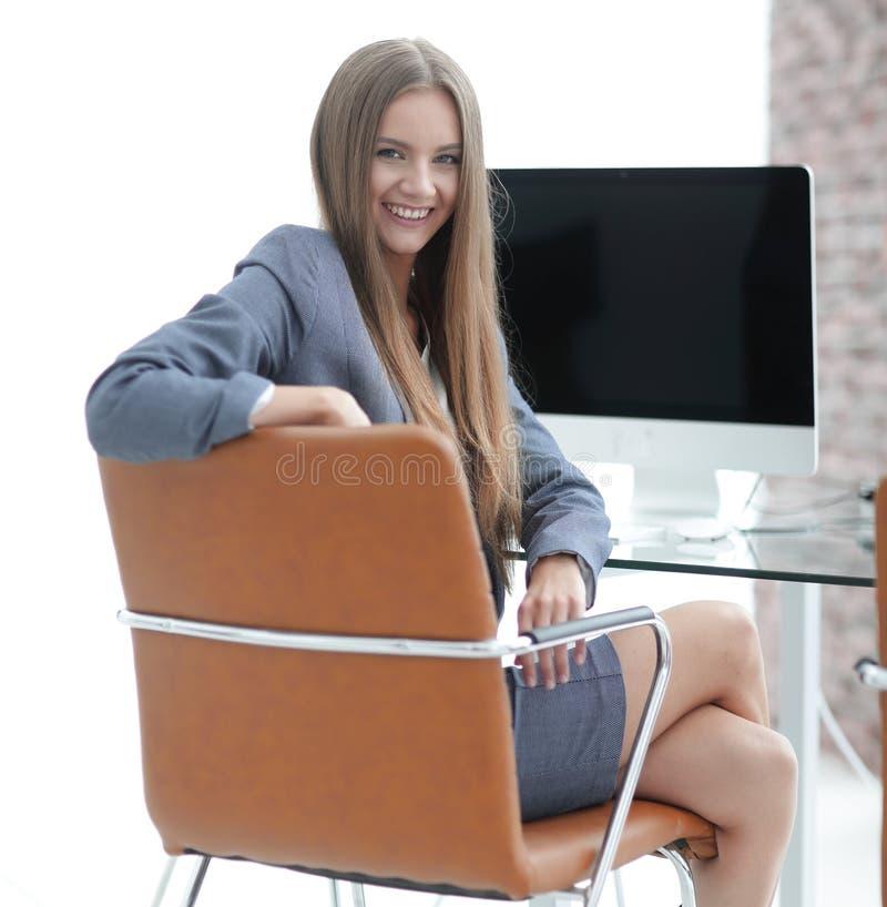 Kvinnaadministratörsammanträde på arbetsplatsen arkivbild