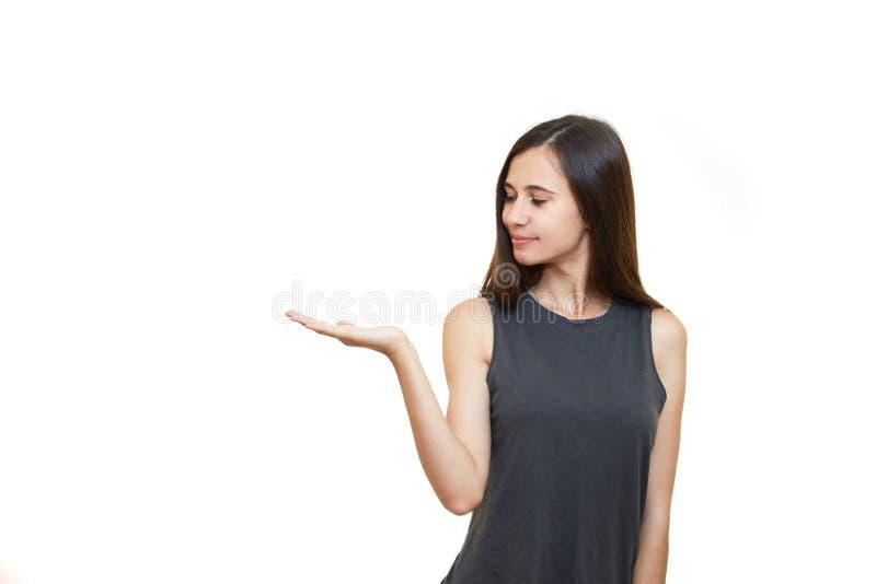 Kvinnaanseende som ler rymma hennes handvisning något på arkivfoto