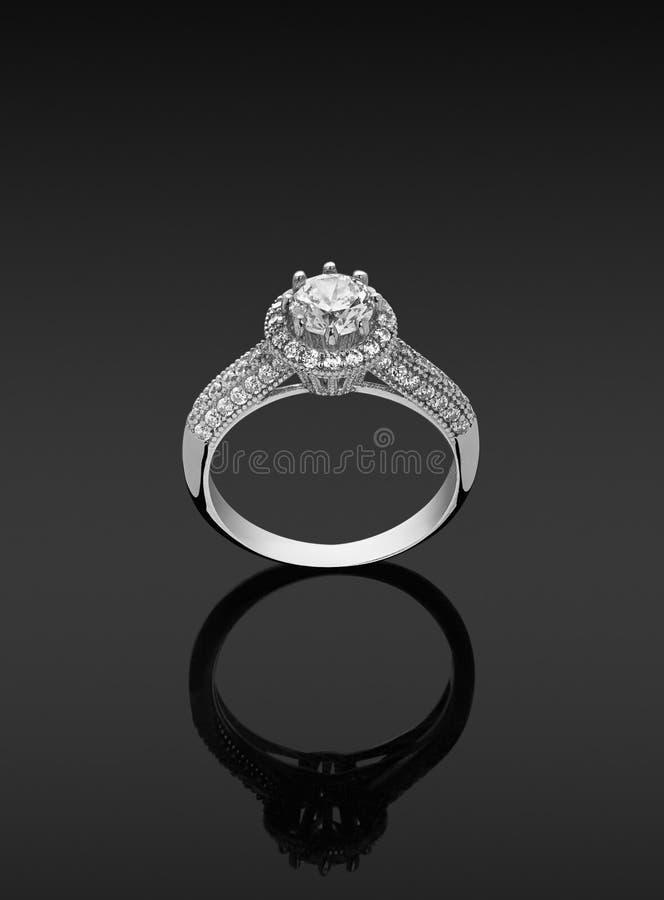 Kvinnacirkel med diamanter royaltyfri fotografi