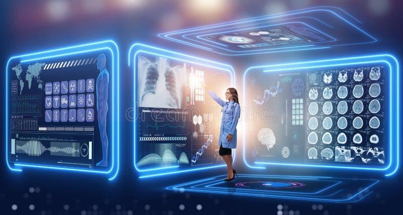 Kvinnadoktorn i futuristiskt medicinskt begrepp royaltyfria bilder