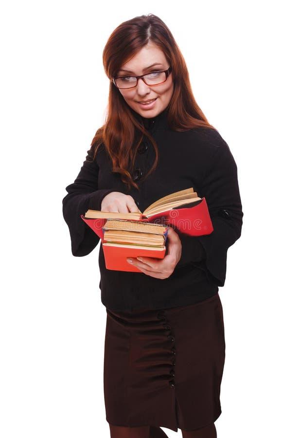 Kvinnaflickalärare med exponeringsglasstudentläseboken som isoleras på royaltyfri foto
