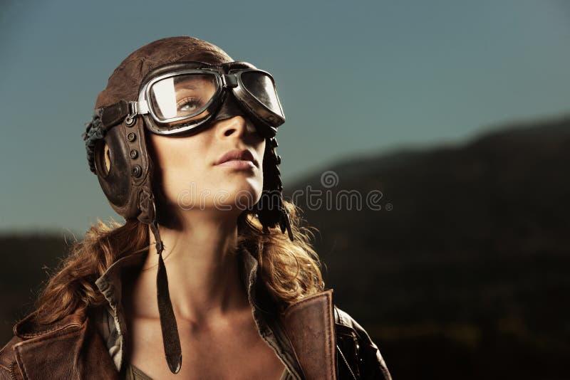 Kvinnaflygare: stående för modemodell fotografering för bildbyråer