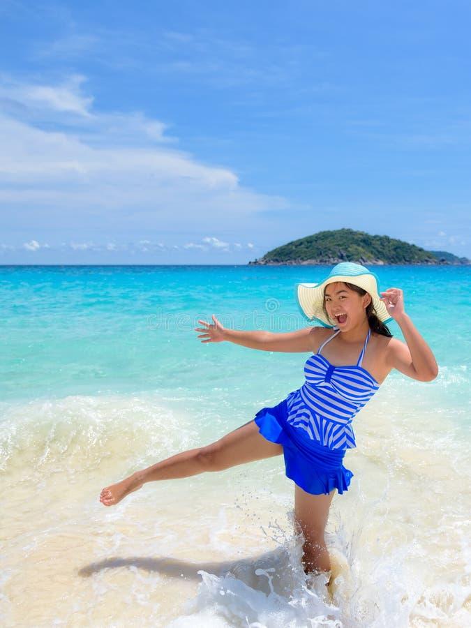 Kvinnagyckel på stranden i Thailand arkivfoto