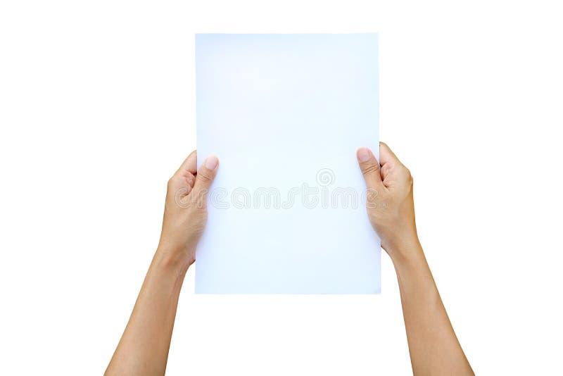 Kvinnahänder som rymmer arket av papper isolerat på vit bakgrund royaltyfri foto