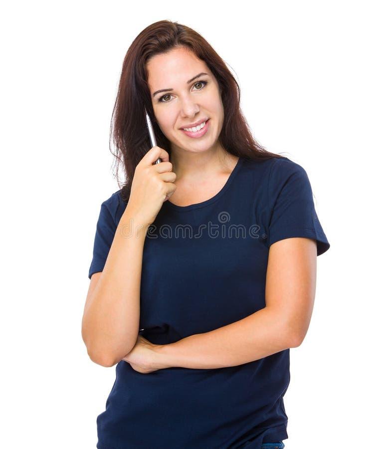 Kvinnahåll med pennan royaltyfria foton