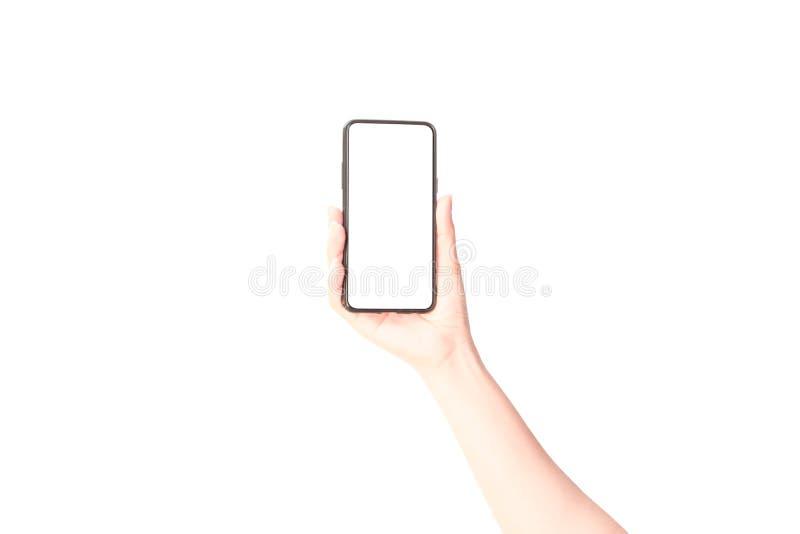 Kvinnahand som rymmer den svarta smartphonen royaltyfri foto