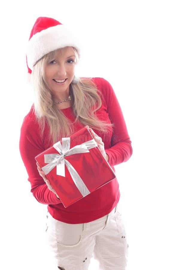 Kvinnajul som shoppar att ge sig för xmas-gåva royaltyfri foto
